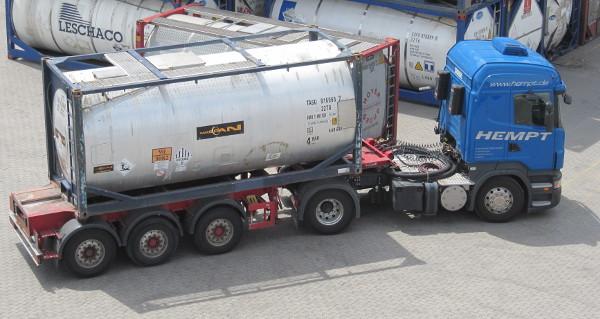 Bild: Hempt-Zugmaschine mit Container